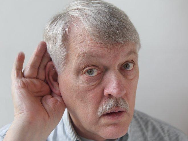 Мужчина думал, что его пожилая жена теряет слух, но правда – шок!