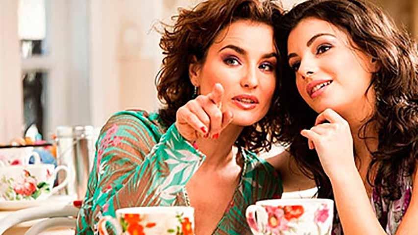 Эти девушки высмеивали другую девушку из-за того, что она не сидела на диете. Но они были шокированы, когда произошло это!