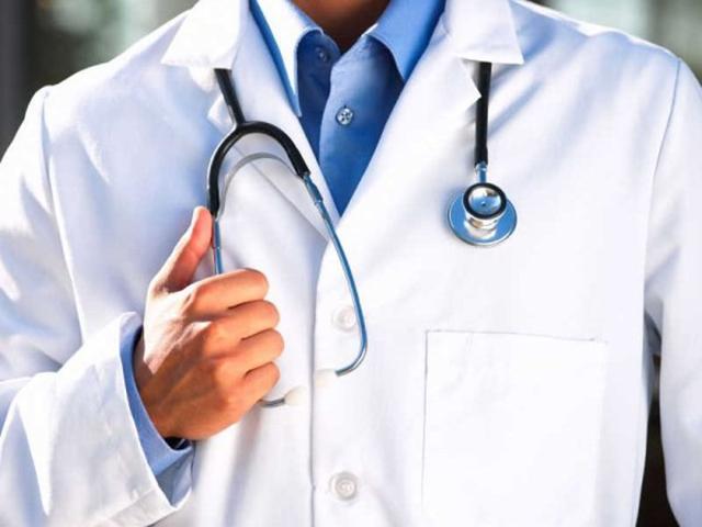 Молодой врач делает шокирующее открытие. Его ждет яркая карьера в будущем!