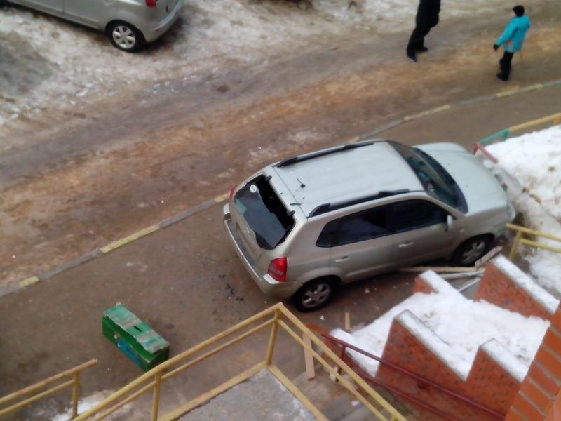 Мужик купил квартиру в новострое и наблюдал из окна интересную картину…