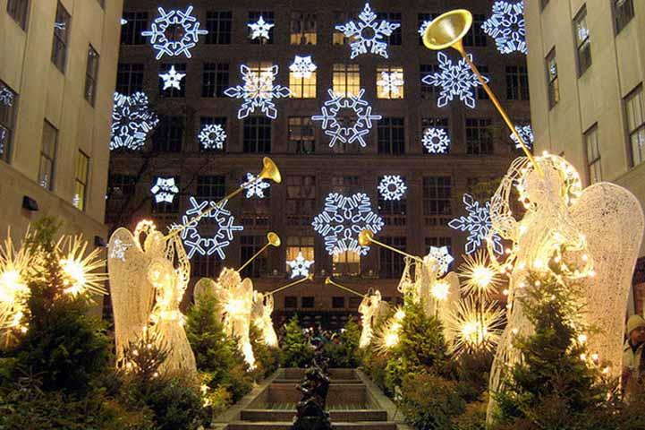 Трое мужчин погибли в канун Рождества, и Святой Петр потребовал от них соблюдать рождественскую тематику. Это просто уморительно!