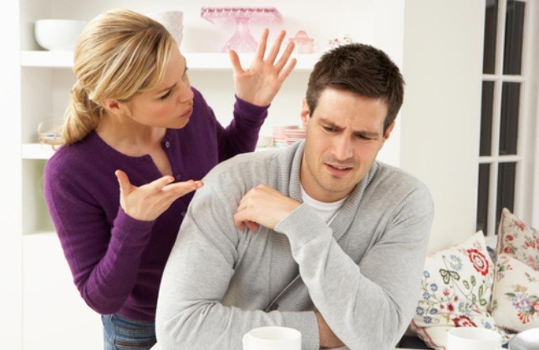 Жена говорит мужу, что их ребенок не от него, когда они спорят при разводе. Но ответ мужа — это смешно!