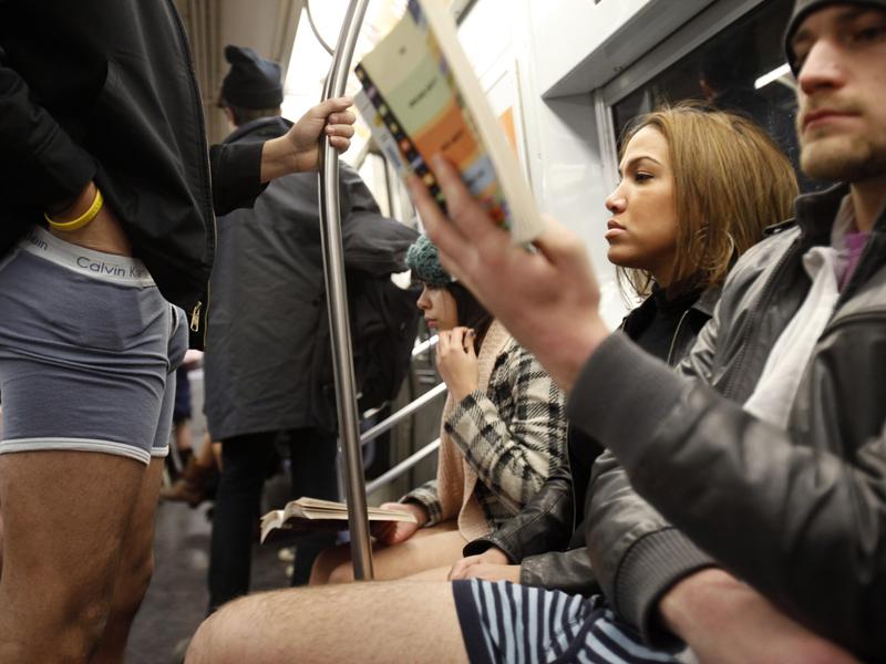Девушка ехала в маршрутке и читала переписку мужчины. Только посмотри, что он потом сделал!