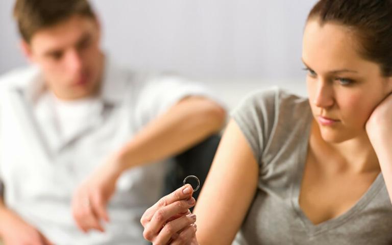 Муж смеялся ей в лицо, когда она сказала, что хочет развестись с ним. Но решение суда – идеально!