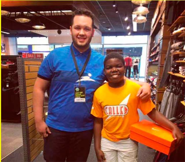Обувь бедного маленького мальчика развалилась, и он отправился за новой парой. Но он не ожидал, что в магазине к нему так отнесутся!