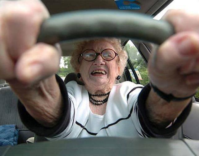 Этот полицейский остановил автомобиль, в котором ехали 5 пожилых дам. Что происходит дальше – уморительно!