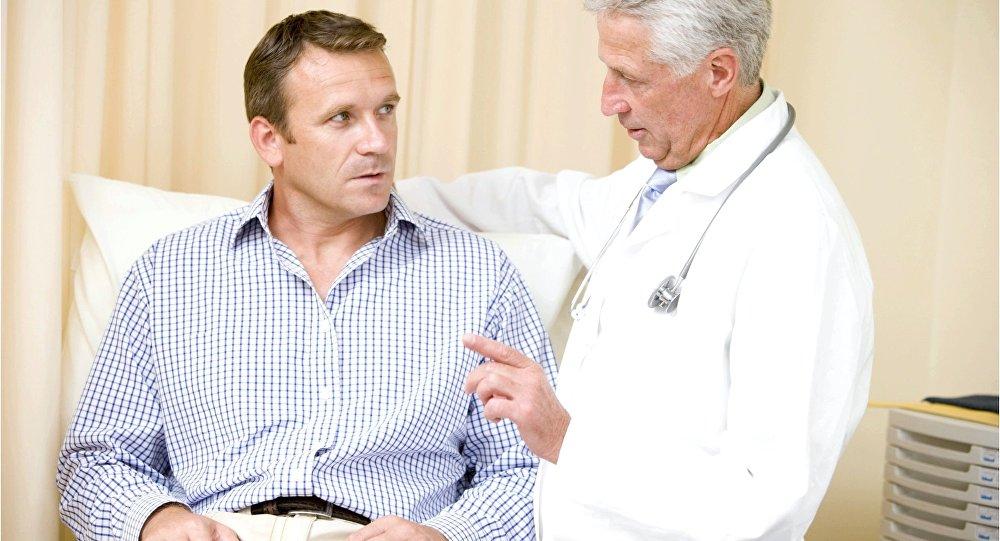 Он не может поверить, что его девушка забеременела. Как доктор, объясняет ему это – золото!