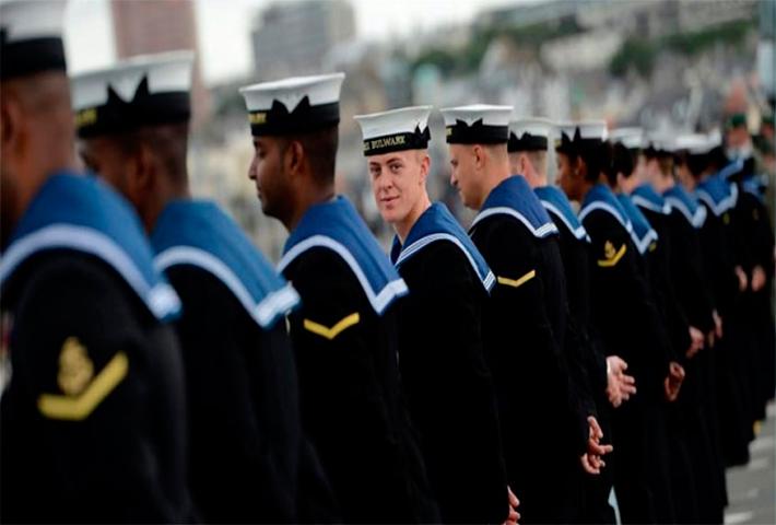 Офицерам королевского военно-морского флота, предоставили пенсионный бонус. Но то, что сделал один из них, потрясло всех!