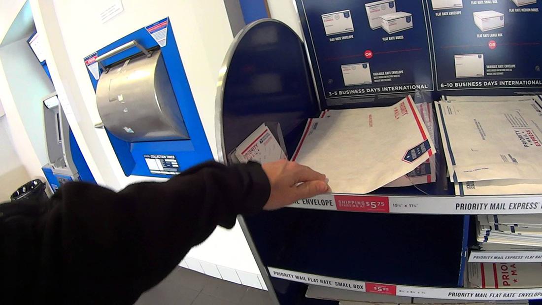 Сотрудники почтового отделения решают подарить этой даме настоящее рождественское чудо. Но они не ожидали, что она отправит им такой ответ!