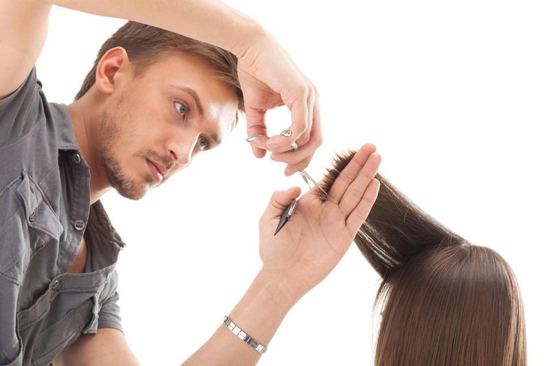 Этот парикмахер решил предоставлять свои услуги бесплатно, целую неделю. Тогда происходит это!