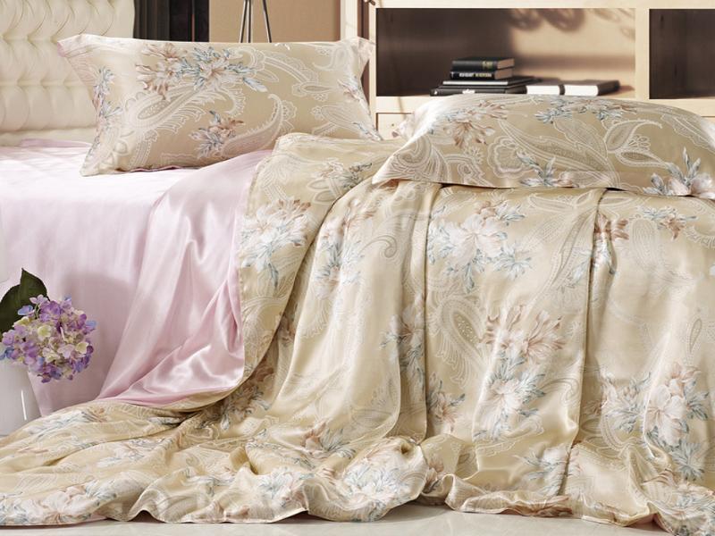 Вот как, оказывается, можно веселиться с шелковым постельным бельём!