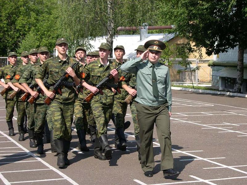 Офицер решил спросить у солдата о причине прихода в армию. Ответ тебя точно рассмешит!