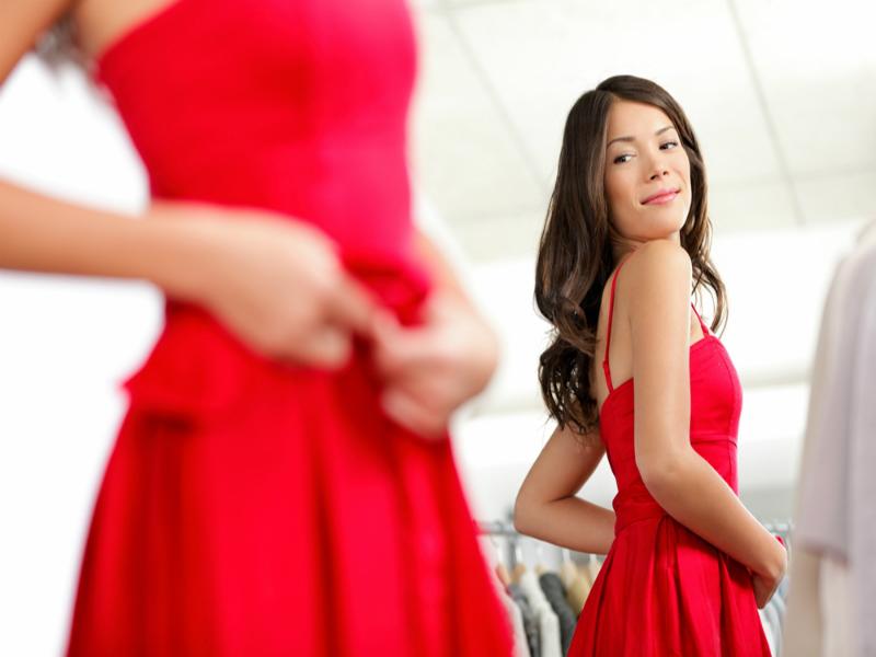 Девушка пришла в бутик примерить платье. Причина, по которой оно не подошло тебя рассмешит!