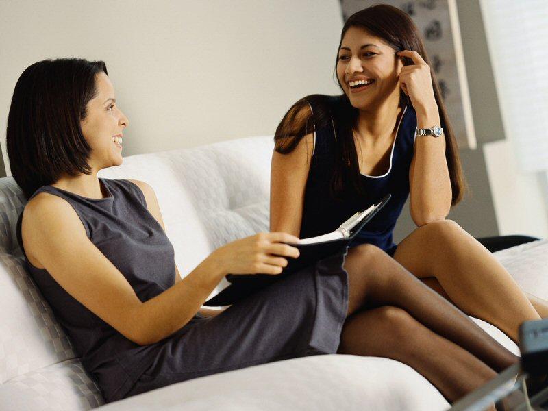 Две девушки решили обсудить свои подарки на 23 февраля! То, что сказала одна из них — это нечто!