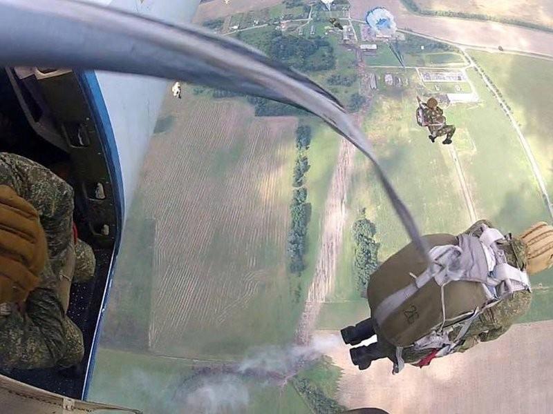 Диверсанту дали задание спрыгнуть с парашюта. Но, что-то явно пошло не так…