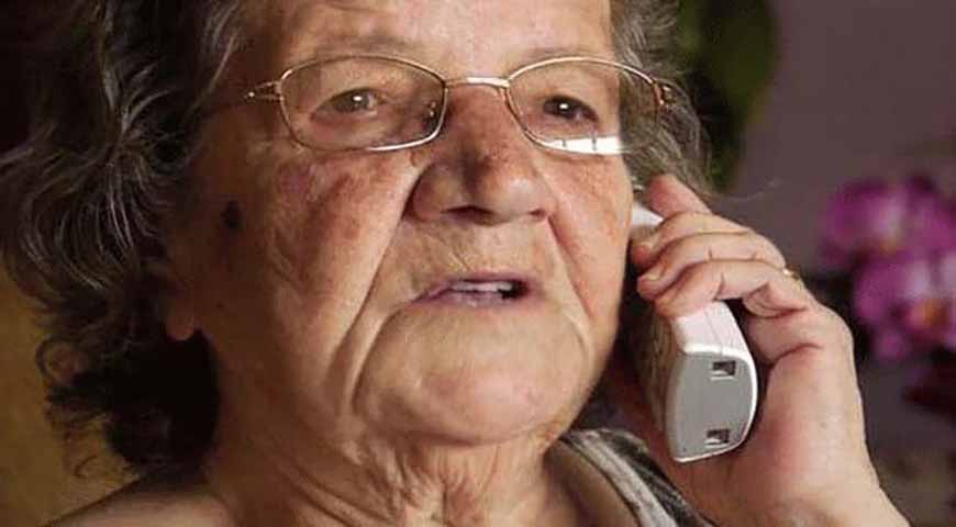 Старушка звонит в больницу, чтобы узнать новости о пациенте, но правда – шок!