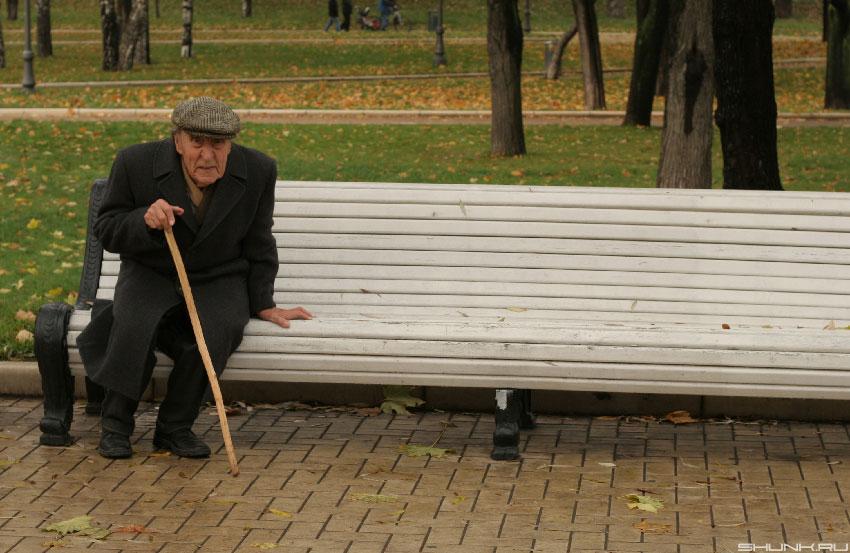 Старая леди интересовалась своим новым соседом. Но когда он рассказал свою историю, то она была шокирована!