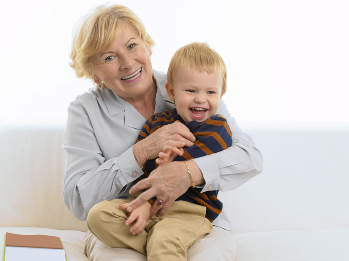 Пятилетний внук спрашивает бабушку, почему она одинока, но она совершает большую ошибку, когда говорит ему это!