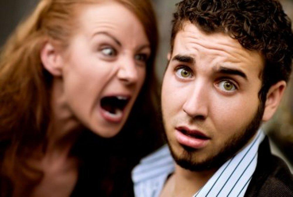 Бедный парень потратил всю свою зарплату и отправился домой, чтобы противостоять своей злой жене. Но то, что произошло там – бесценно!
