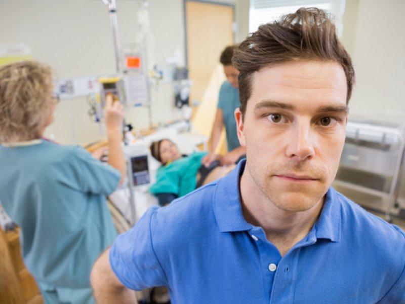 Медсестра хотела, чтобы мужчина увидел рождение своего ребенка. Но была шокирована его ответом!