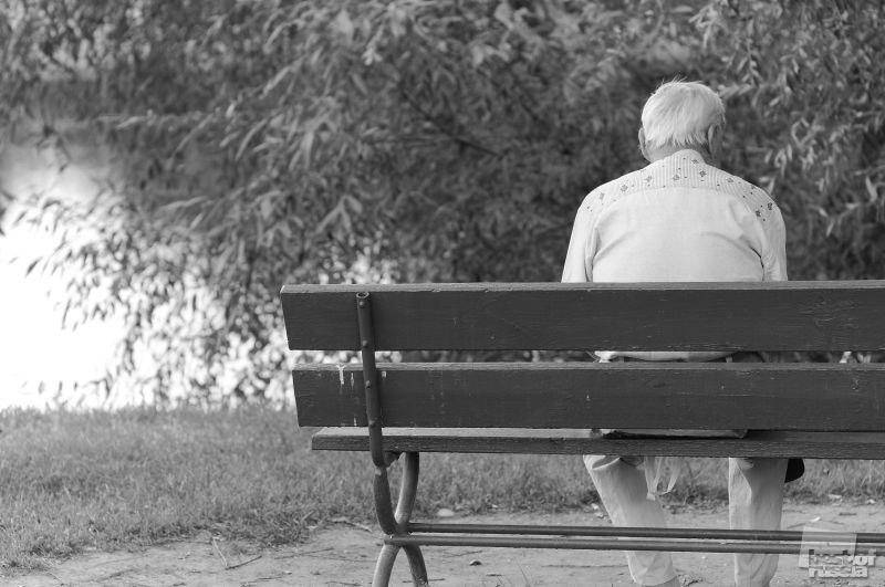 Старая леди интересовалась своим новым соседом. Но когда он рассказал свою историю, она была шокирована!