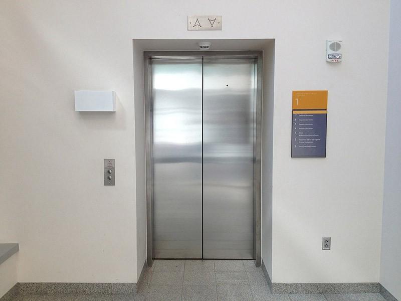 У парня 5 лифтов в офисе, поэтому все лифтеры свои. Но, такого поворота событий он не ожидал!