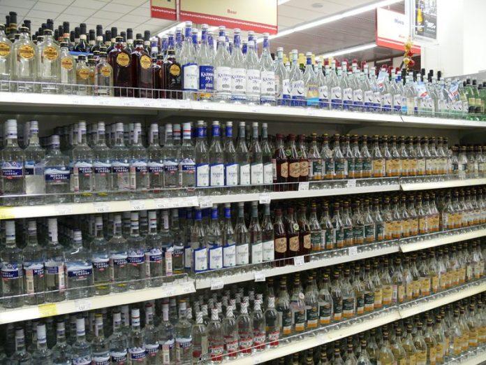 1465790475_1471040042-696x522 После принятия закона запрещающего продажу алкоголя вечером и ночью, вот как решили поступить в этом городе!