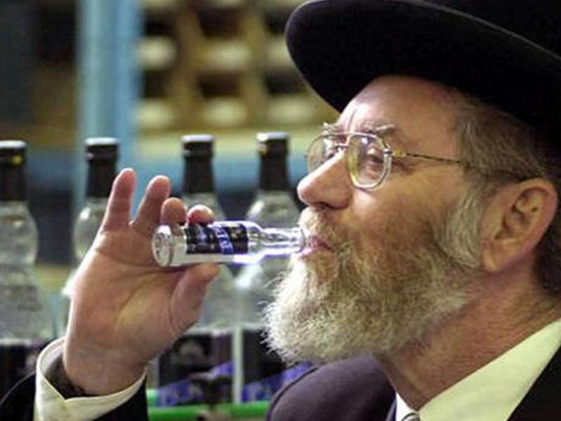 Еврей и русский вместе пьют водку. То, что случилось с закуской стоит прочитать!