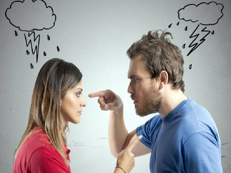 Жена поссорилась с мужем и молчала весь вечер… Пока не чихнула!