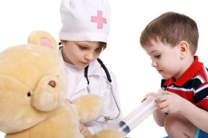 Двое детей плачут в больнице. Причина? Так очаровательно!