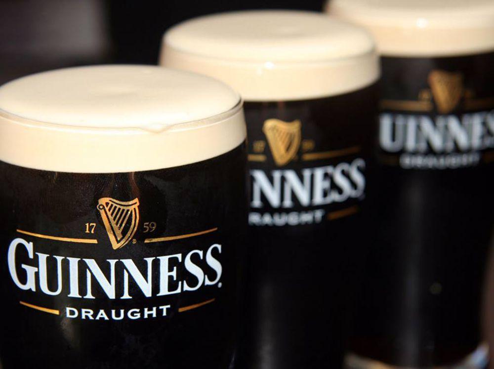 Мужчина всегда заказывал сразу три бокала пива, причина этого – бунт!