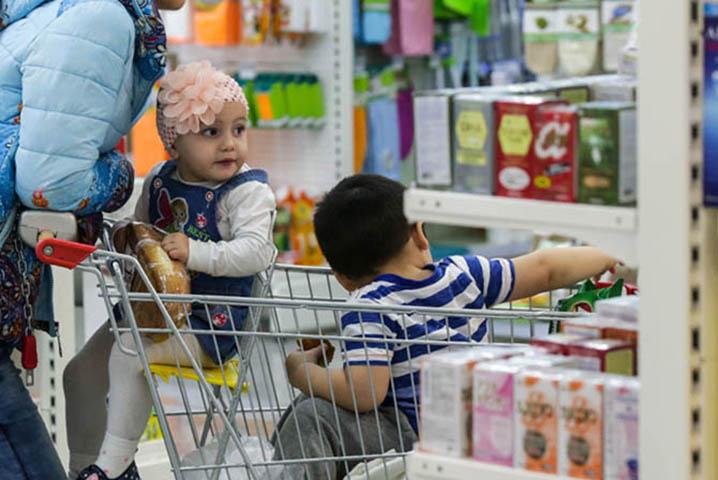Этот фармацевт был шокирован, когда двое детей хотели купить тампоны. Но их ответ – золото!