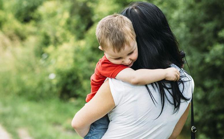 Она была потрясена, когда ее восьмилетний сын показал ей то, что сделал с ним ее бывший муж. Это печально!