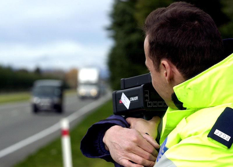 Мужчину оштрафовали за превышение скорости. Но это ужасно, когда его жена говорит следующее!