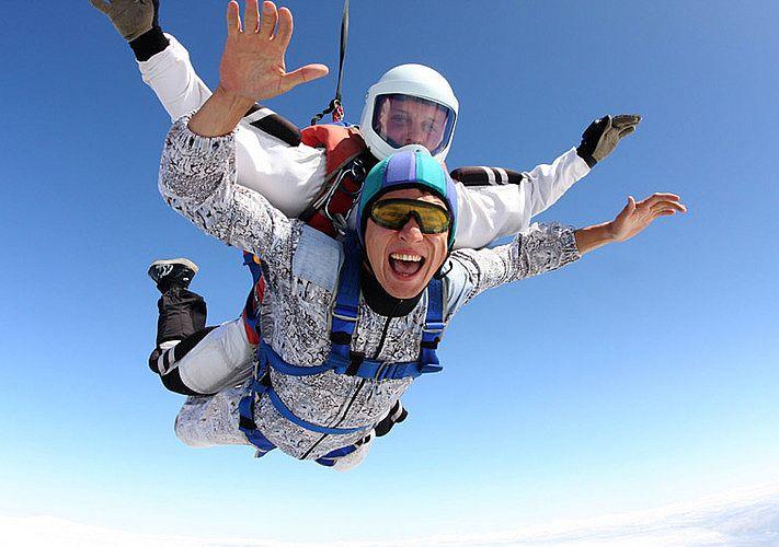 Леди тренировалась для своего первого прыжка с парашютом, но то, что она спросила у инструктора – шок!