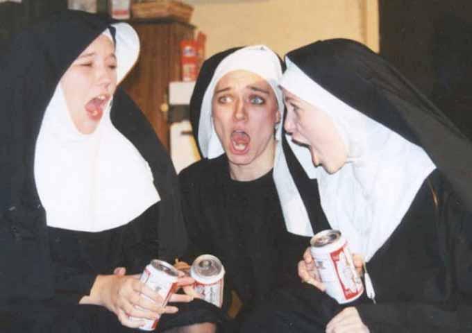 Три монахини пошли на исповедь, но там произошло то, что вы никогда не ожидали!