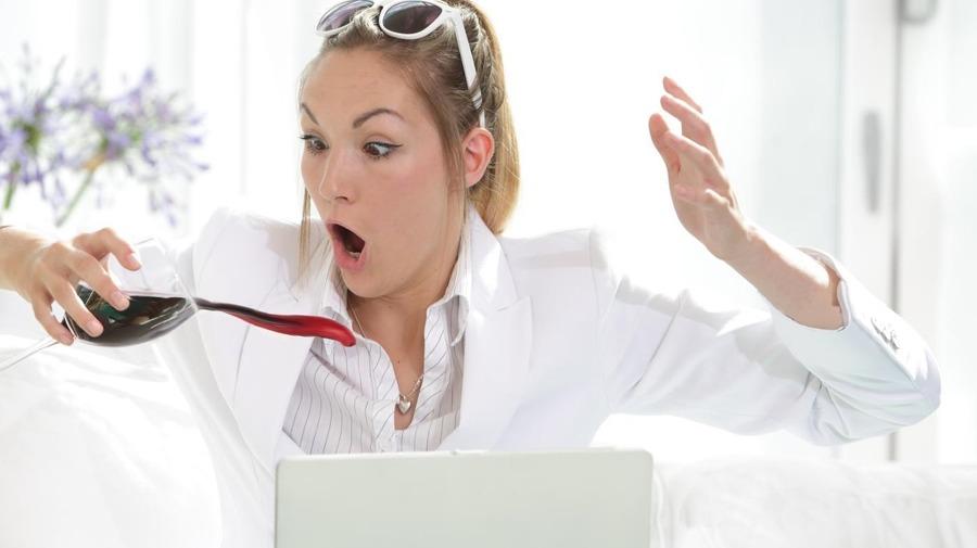 Женщина оставляет шокирующий отзыв о чистящем средстве для стирки, которое заставило бы любого мужа сбежать!