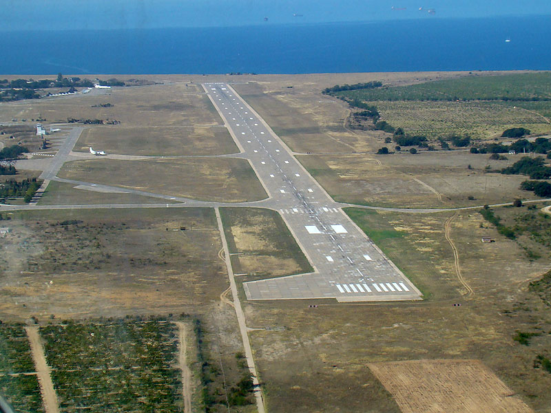 На военном аэродроме руководитель полетов ответил пролетающему борту нечто уморительное!