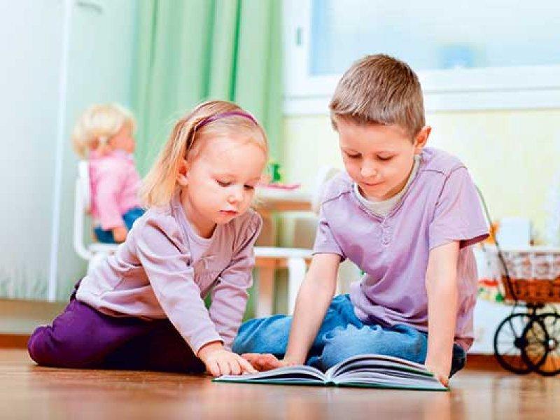 Брат читал младшей сестре сказку. То, как он объяснил ее, стоит прочесть!