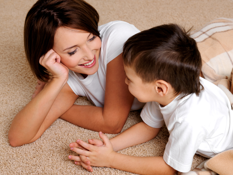 Маленький сын решил узнать у мамы кое-что, после услышанного разговора с соседкой!