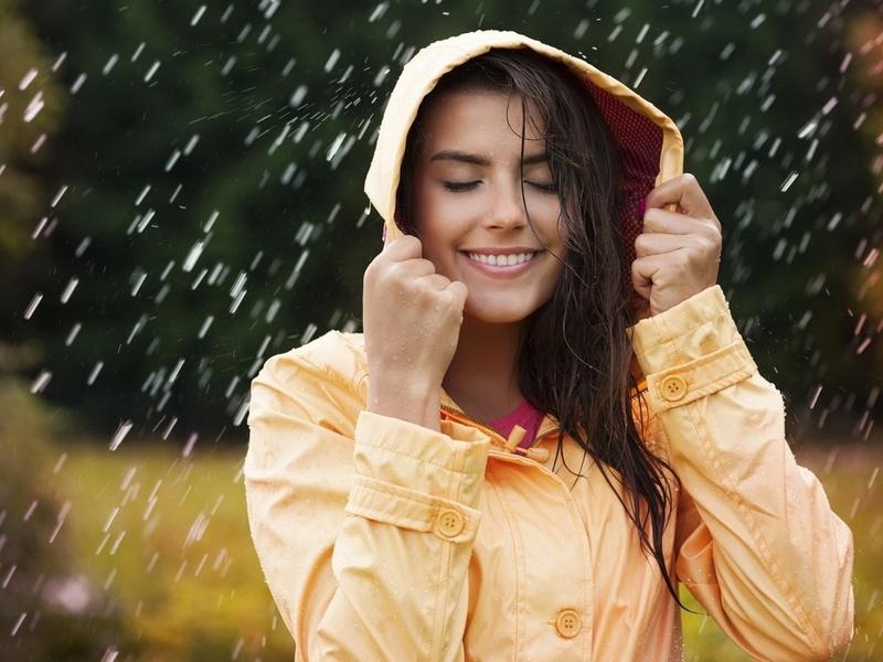 Мужик разволновался, что его жена ушла из дома без зонта в дождь. Причину его истинного беспокойства стоит прочесть!