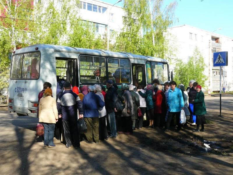 В автобусе полном дачников произошла эта веселая история!
