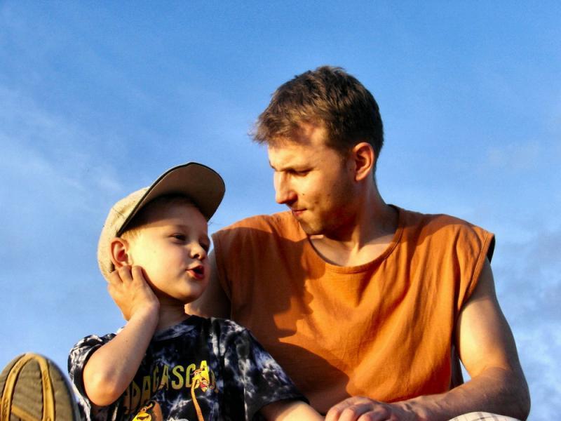 Маленький сын был очарован одной из девочек в парке. Только послушай, с какой сказкой он ее сравнил!