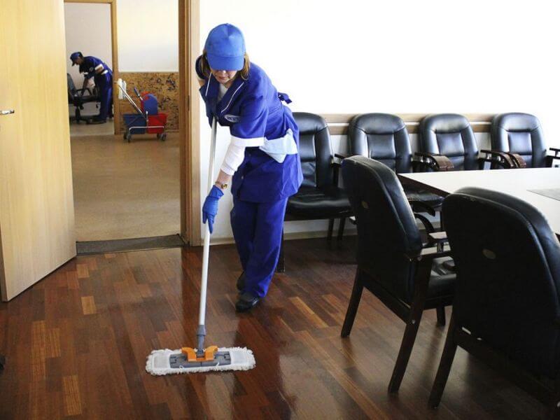 В офисе никто не стеснялся в выражениях, кроме уборщицы. Вот какая история произошла!