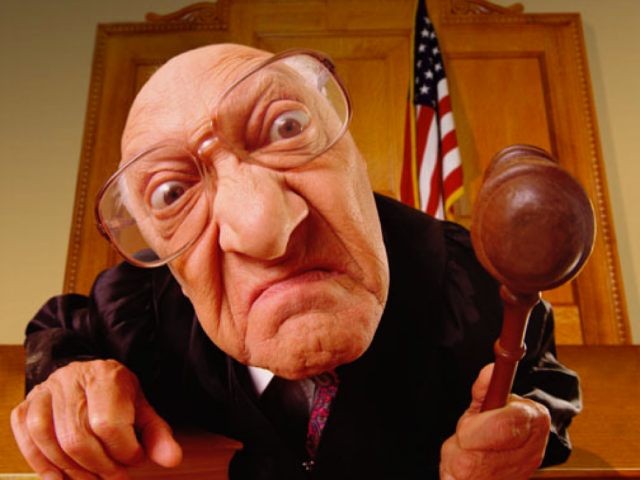 Адвокат просит старушку дать показания в суде. Но то, что она говорит ему – шок!