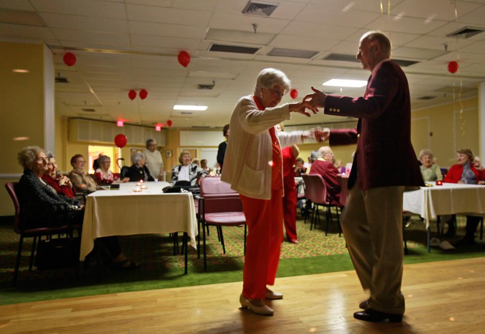 Двое пожилых людей решили пожениться, но их разговор на следующее утро – уморительно!