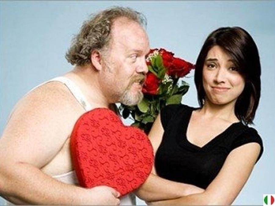 Пожилой мужчина женится на молодой женщине, есть что-то веселое в их брачной ночи!