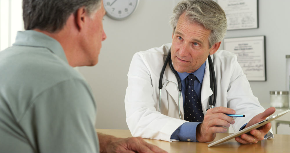 Доктор сообщает жене о состоянии ее мужа. Ее ответ – золото!