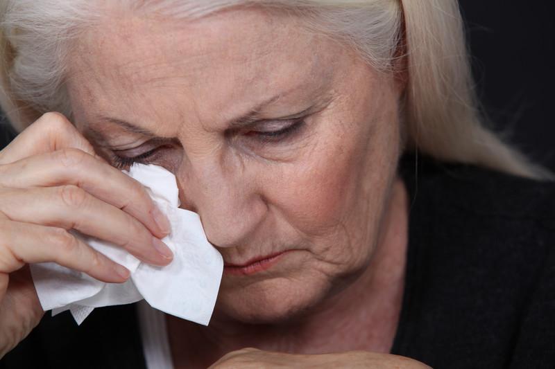 Эта пожилая женщина, которая потеряла мужа, сердилась, что магазин отправил ей счет. Но реальность — это золото!