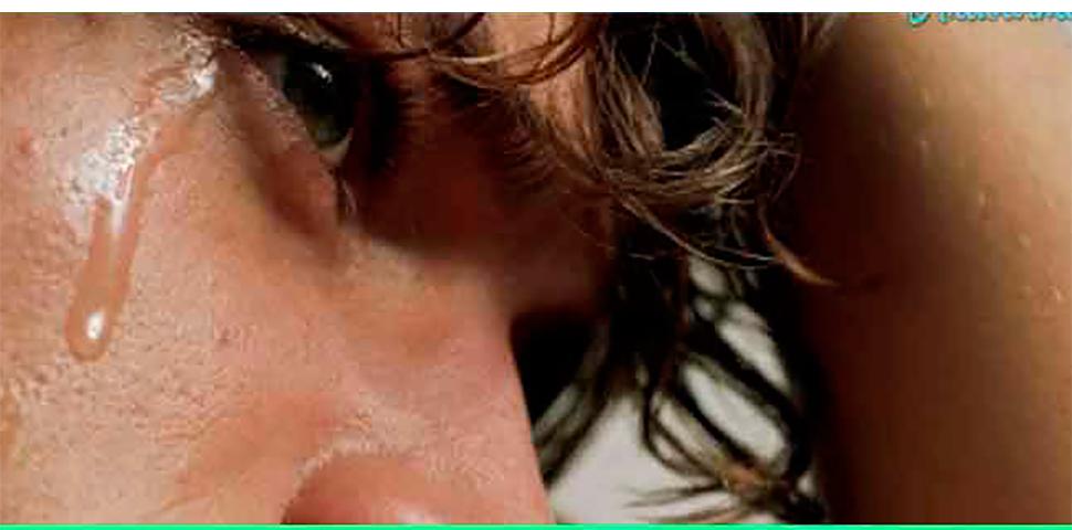 Он не мог перестать плакать после смерти своей девушки. Но то, что произошло однажды ночью – удивительно!